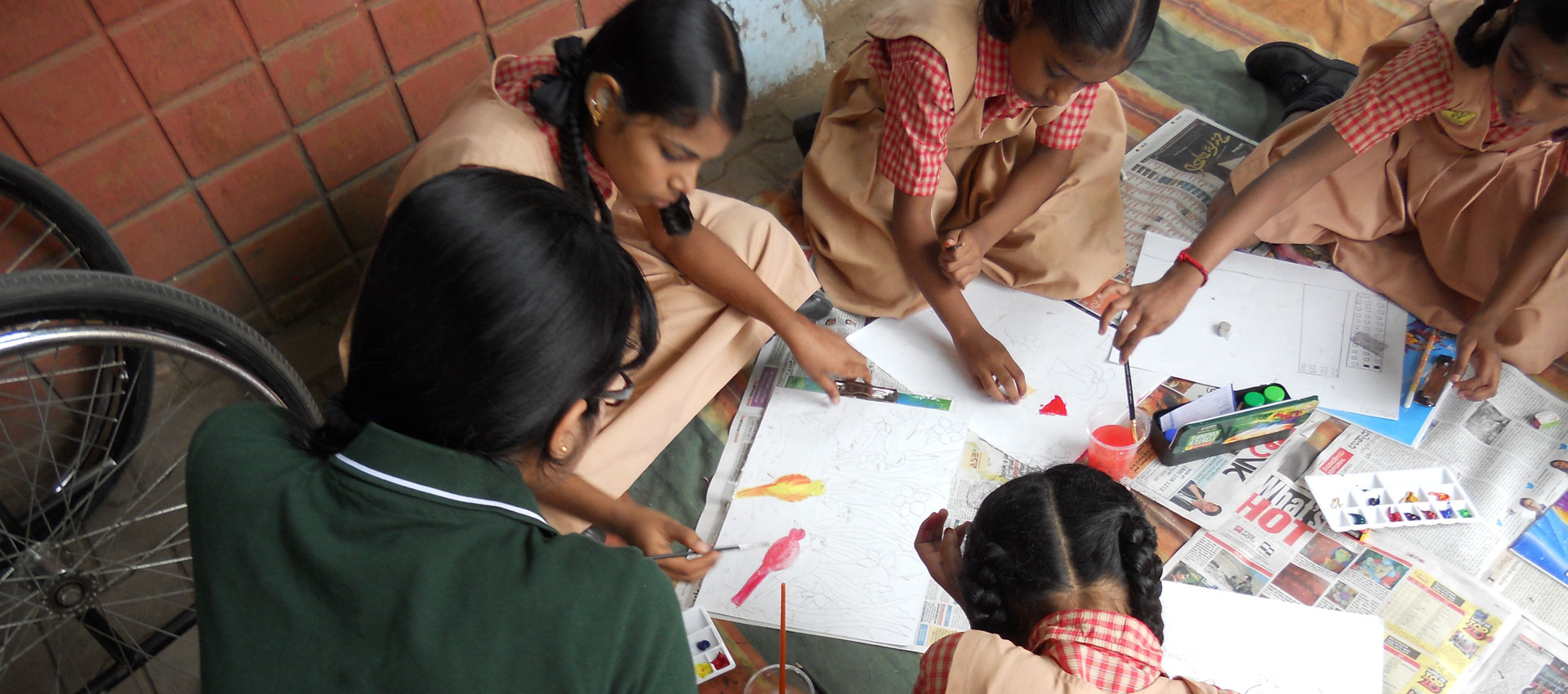 A volunteer teaching art to children at SIS in APD India